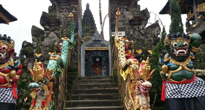 バリを感じる世界遺産の寺院